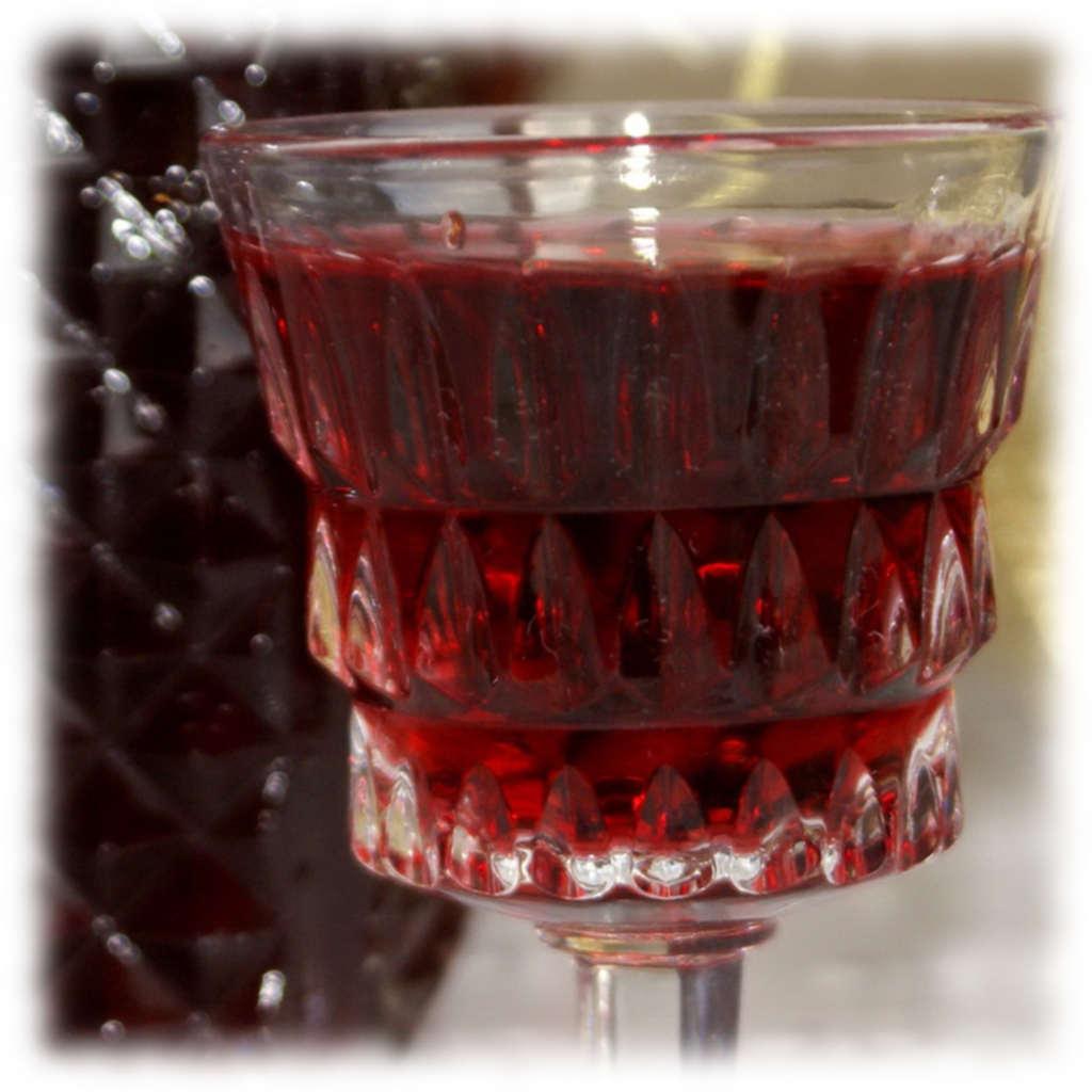 Вино из ирги с изюмом