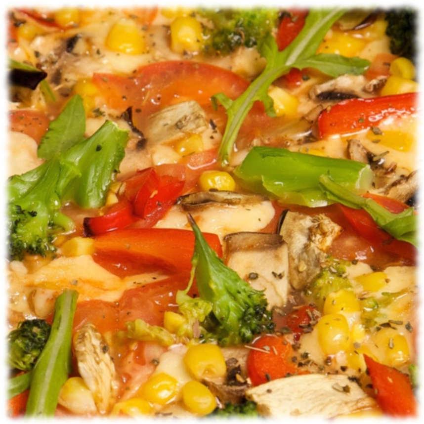 Пицца с помидорами и брокколи